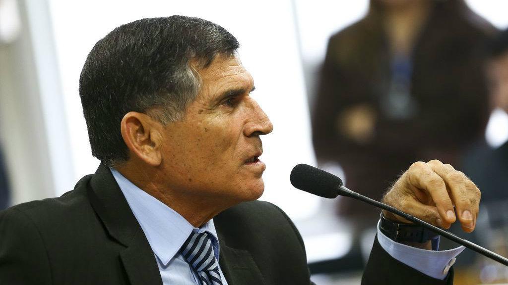 Santos Cruz, militar do governo, denuncia: