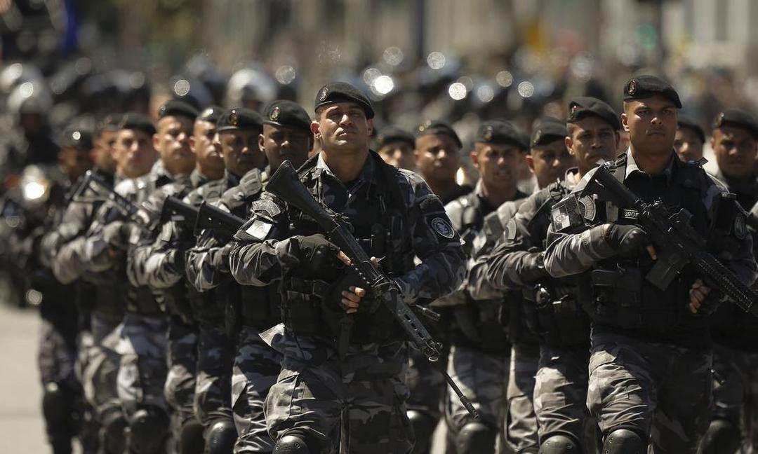 Privilégio? Militares terão aposentadoria mais fácil do que policiais civis