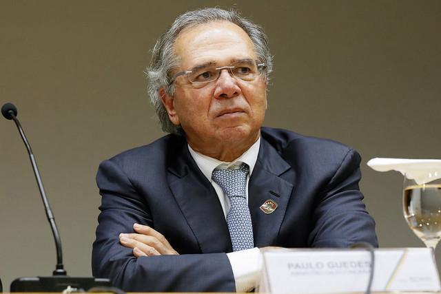 Pacote de Guedes acaba com fundos públicos e direciona dinheiro para banqueiros