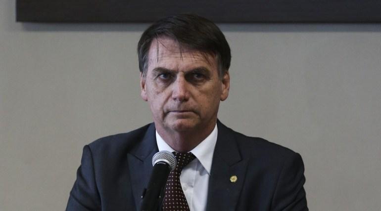 Na véspera de 1ª greve, Bolsonaro recua de cortes na Educação