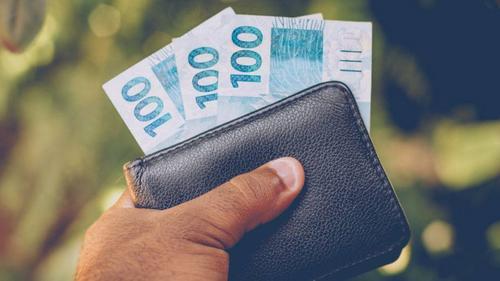 Mais verba para políticos: fundo eleitoral, que já é bilionário, pode dobrar de valor