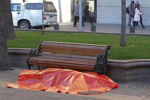 Chile: capitalização da Previdência faz idosos morrerem trabalhando e suicídio bater recorde