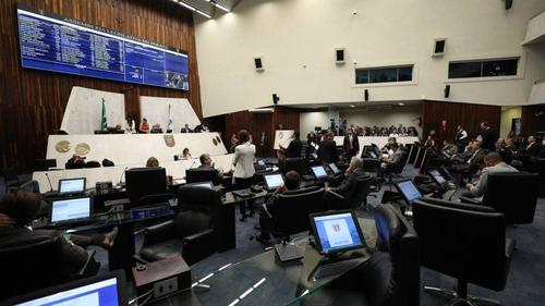 Deputados do Paraná aprovam projeto que barra condenados por crimes contra mulheres em cargos públicos